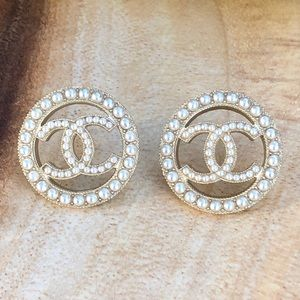 Chanel vintage style gold pearl stud earrings